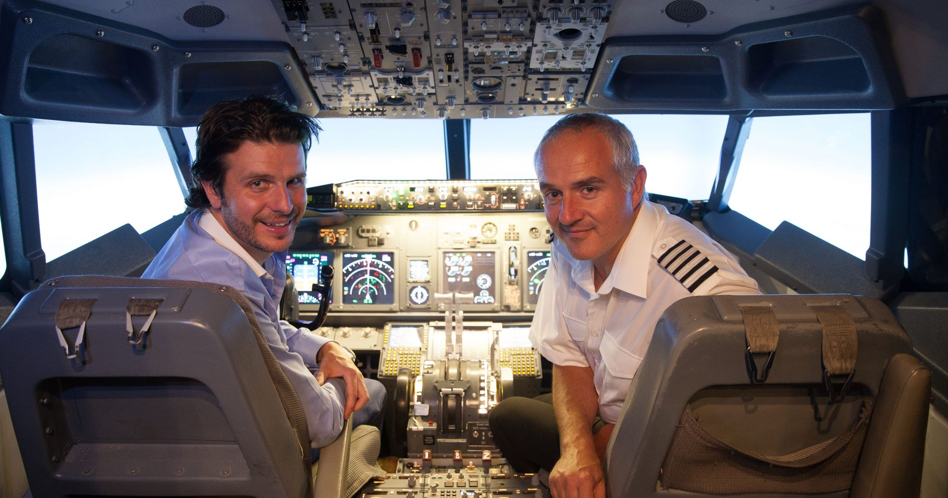 Unique 30 mins. Experience with 737 Flight Simulator in the UK