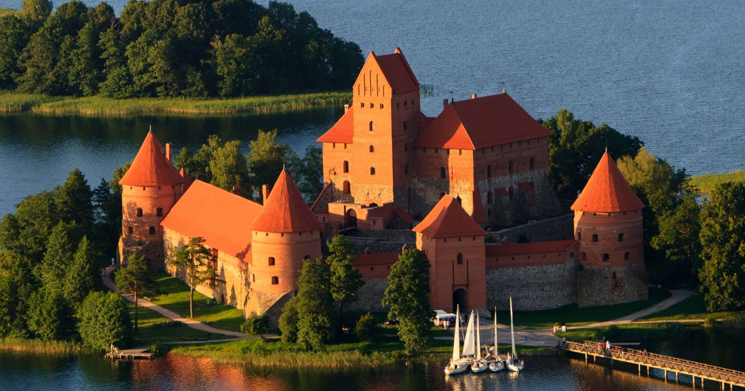 Flight Over Trakai Castle Lithuania Tinngly Experience Gifts
