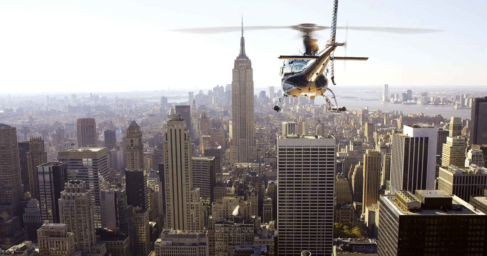 Scenic Helicopter Tour above Manhattan Tinggly Experience Gifts