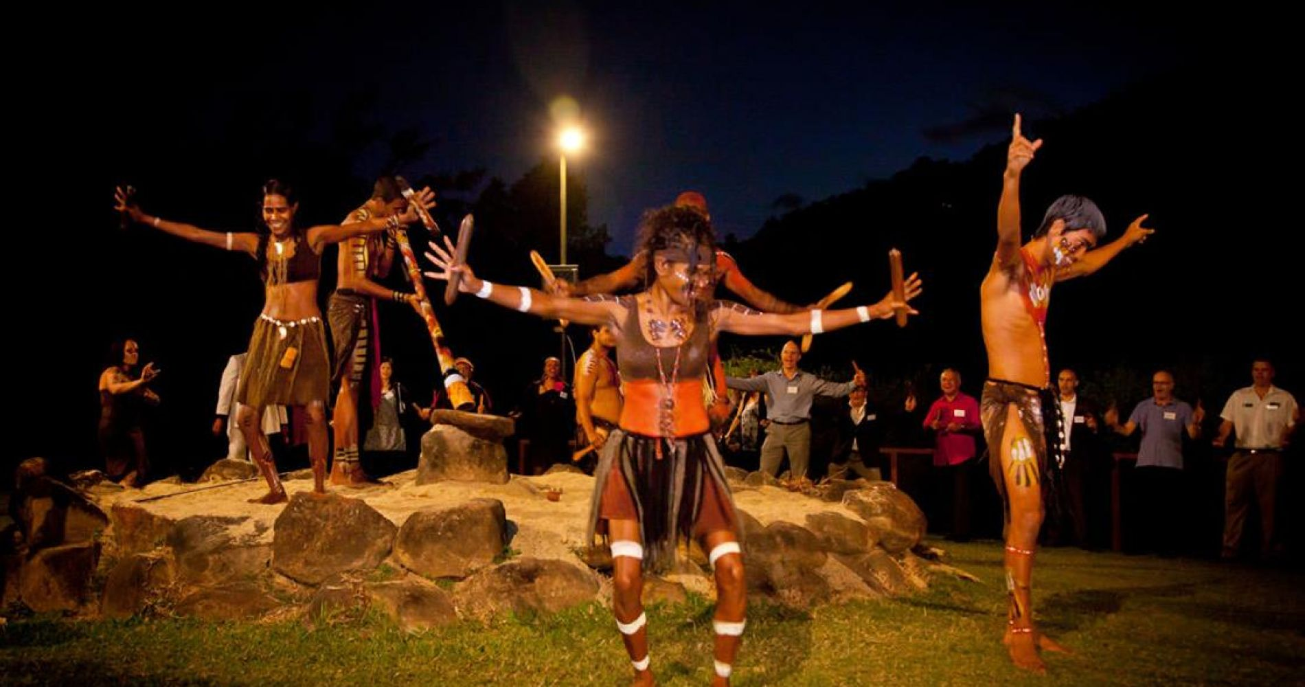 Aboriginal dance show experience gifts