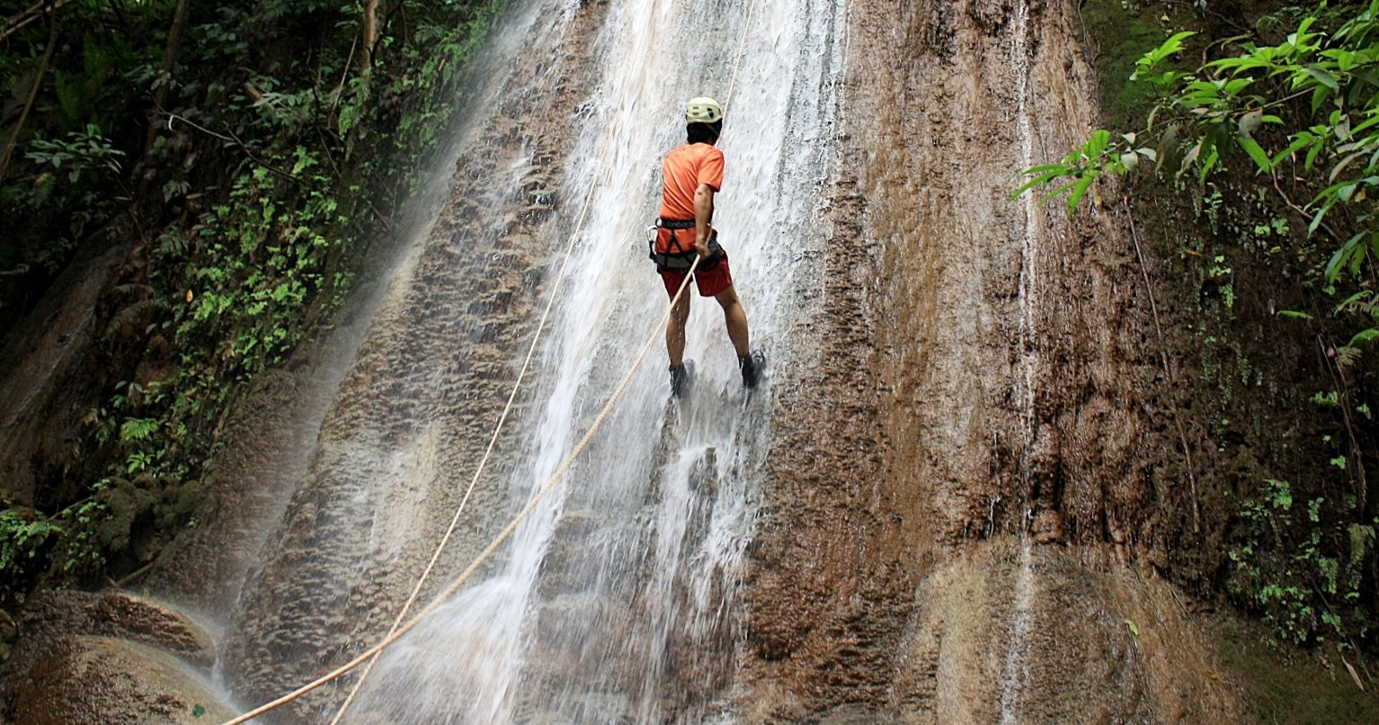 Waterfall Rappelling in the Jungle of Bocawina Tinggly Experience Gift