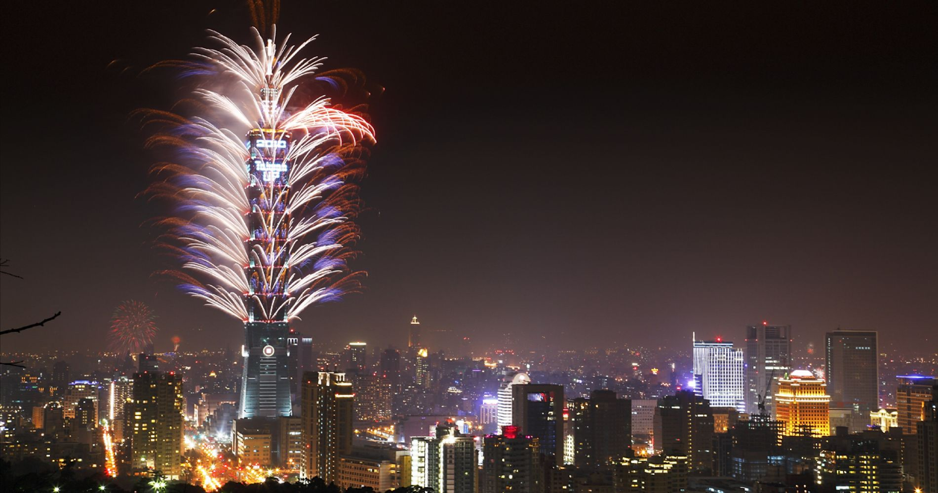 Spectacular fireworks display  Review of Taipei 101