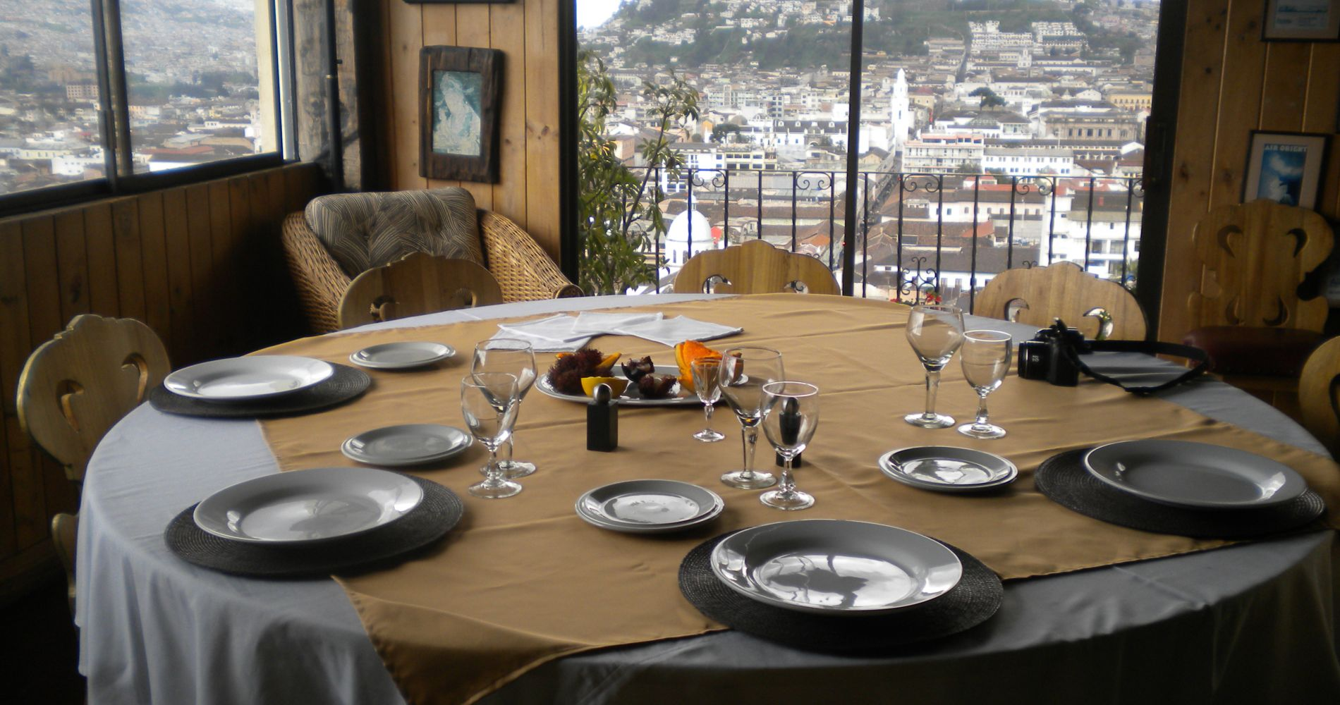 Old Town & Gastronomic Tour Ecuador Tinggly Experience Gift