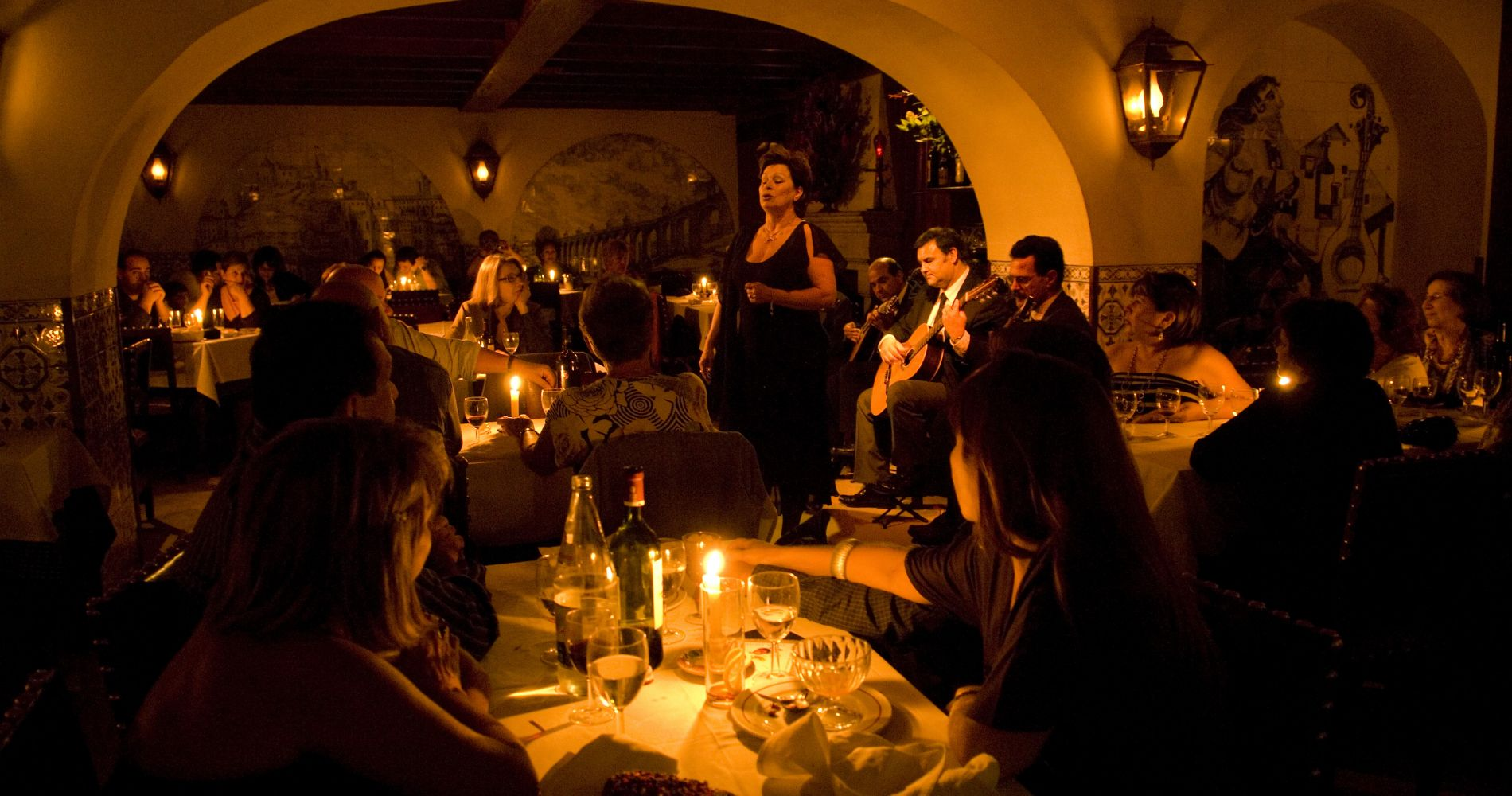 Lisbon Night Group Tour and Fado Dinner Experience for Two