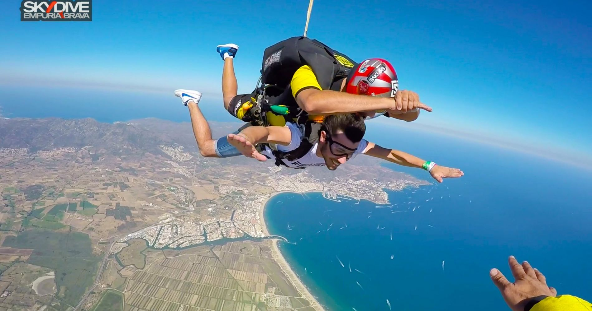 Breathtaking tandem skydive in Empuriabrava