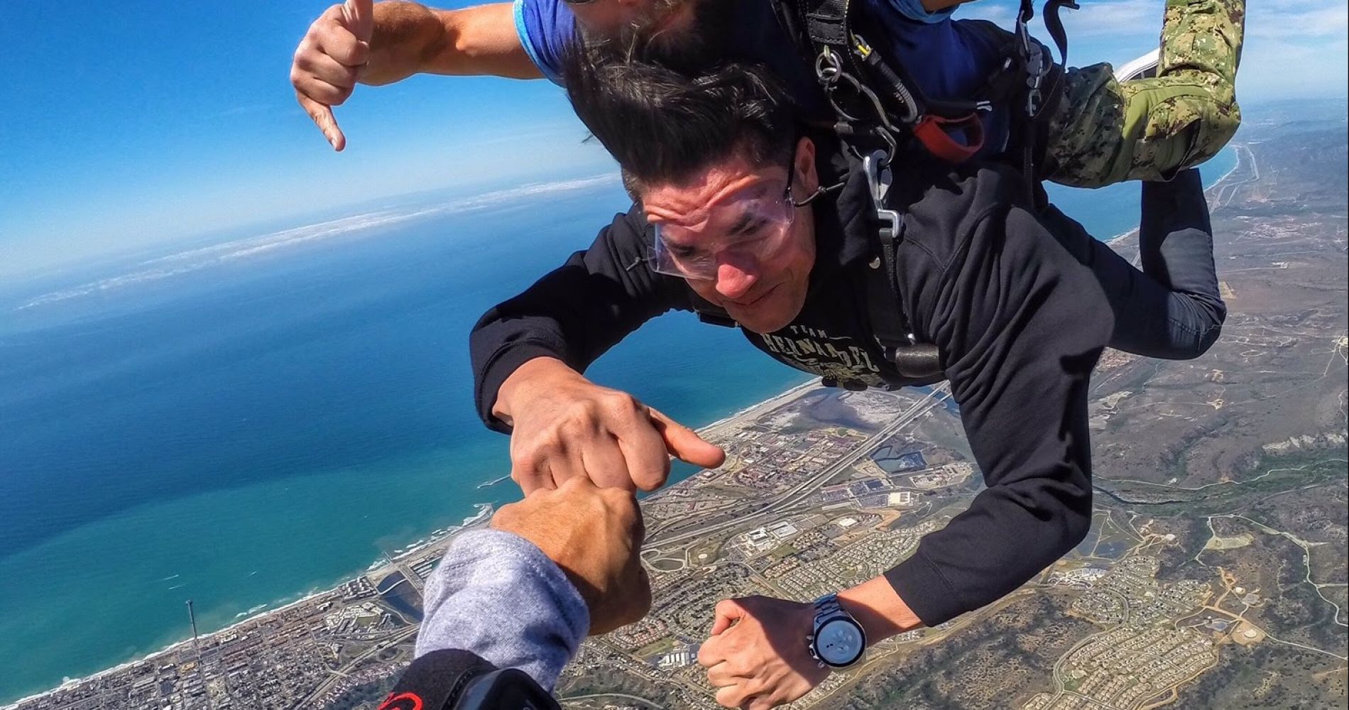 Stunning tandem skydive over Pacific Coast for Two