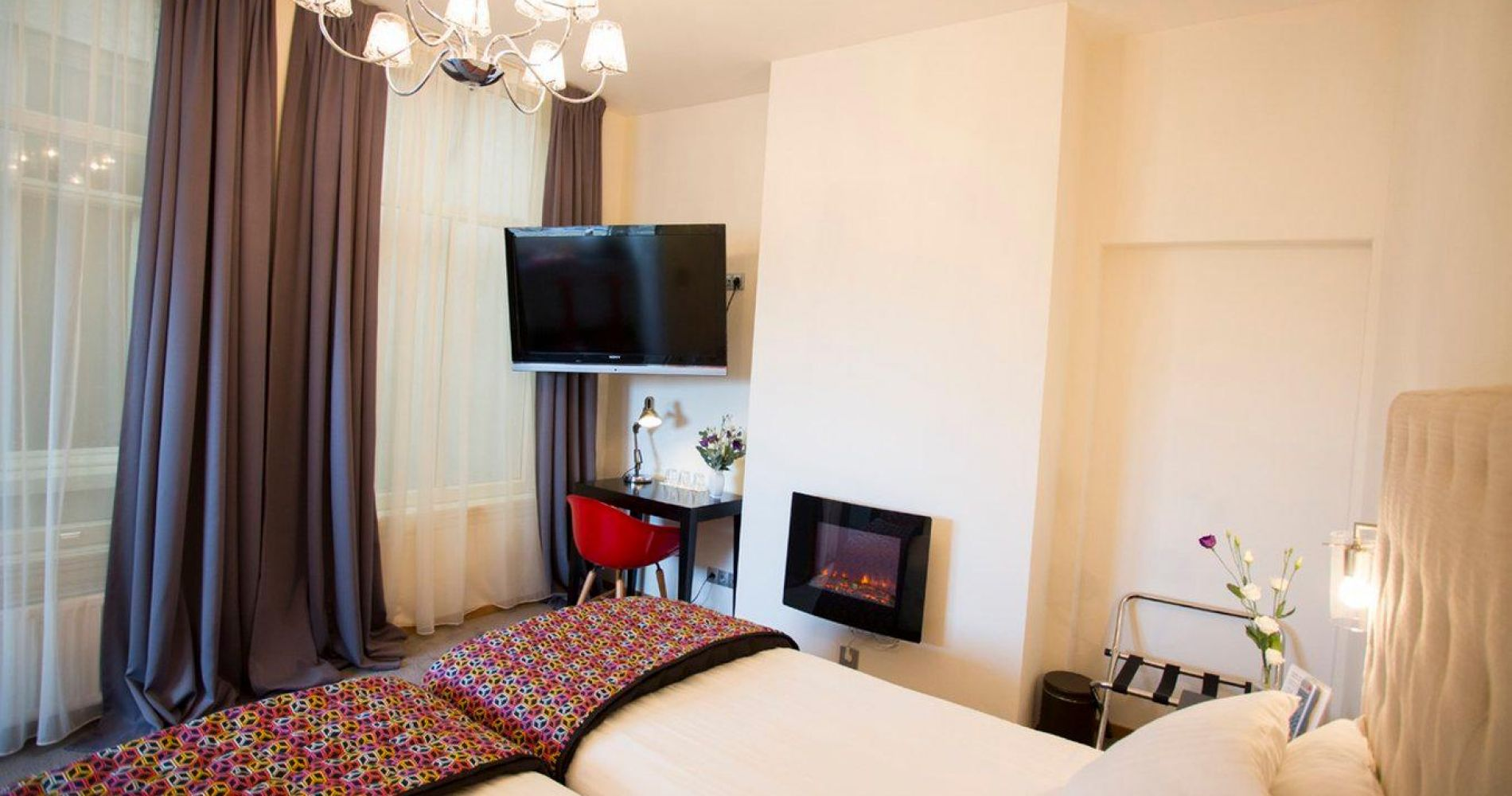 quentin amsterdam hotel best hotels and overnight stays by tinggly. Black Bedroom Furniture Sets. Home Design Ideas