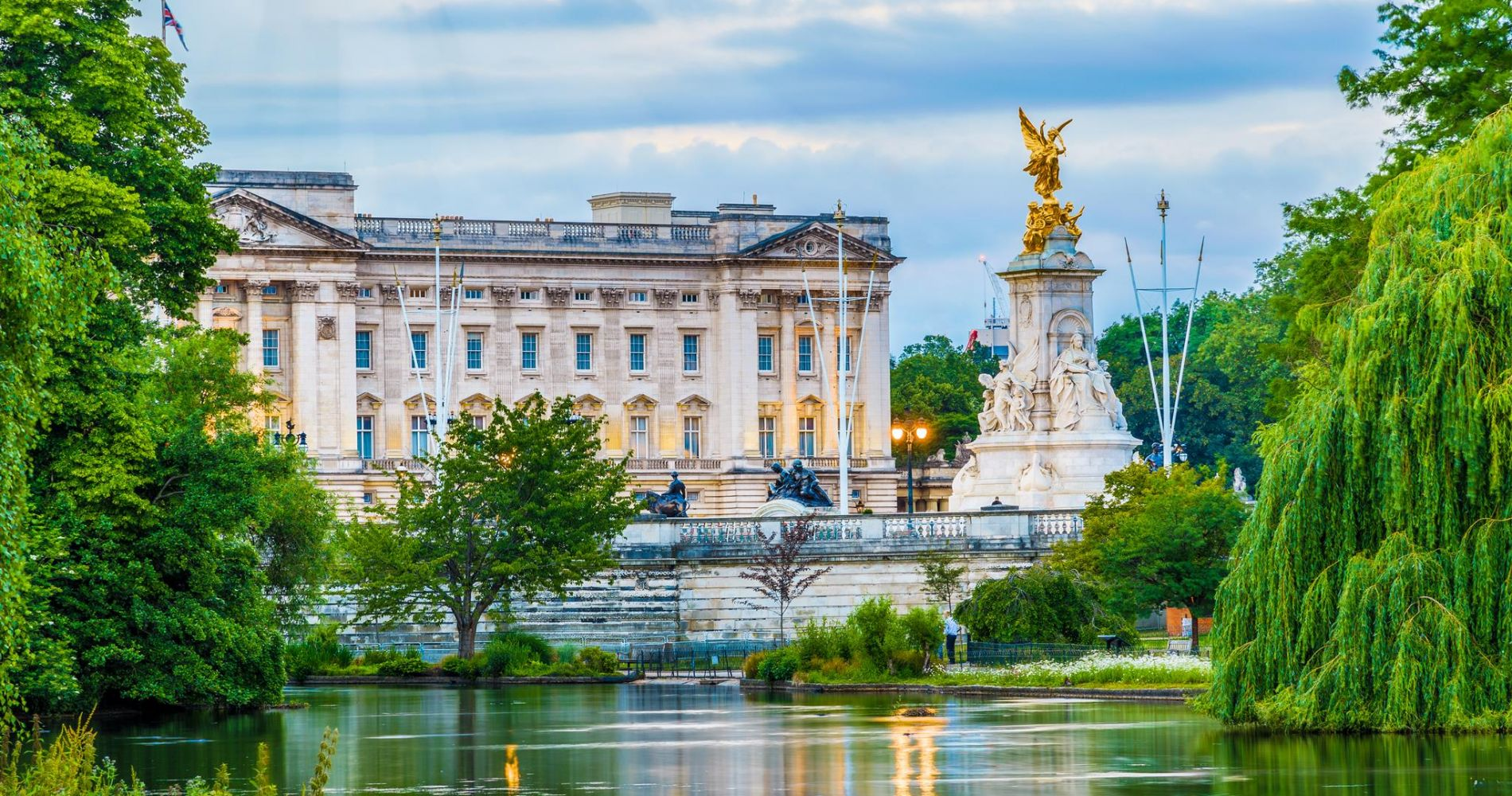 Royal Walking Tour & Afternoon Tea in Buckingham Palace for Two