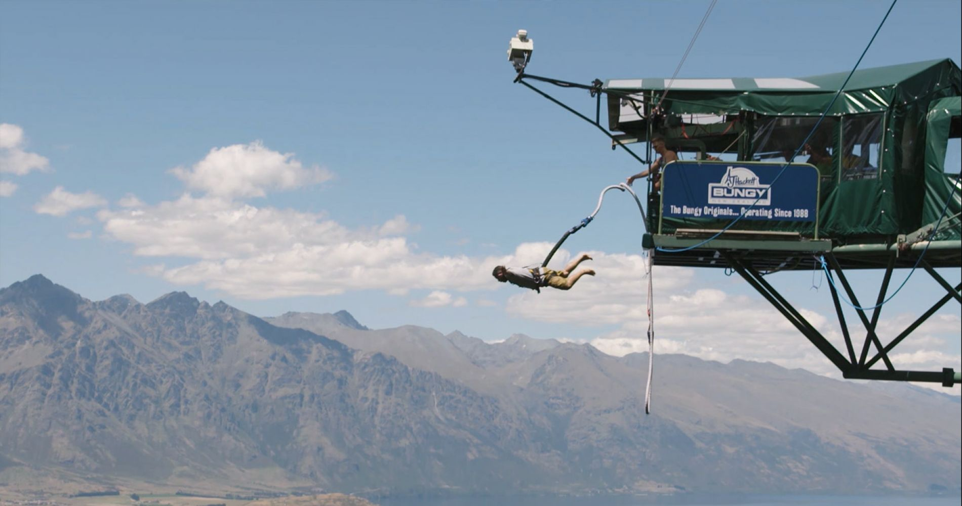 Ledge bungy jump in Queenstown