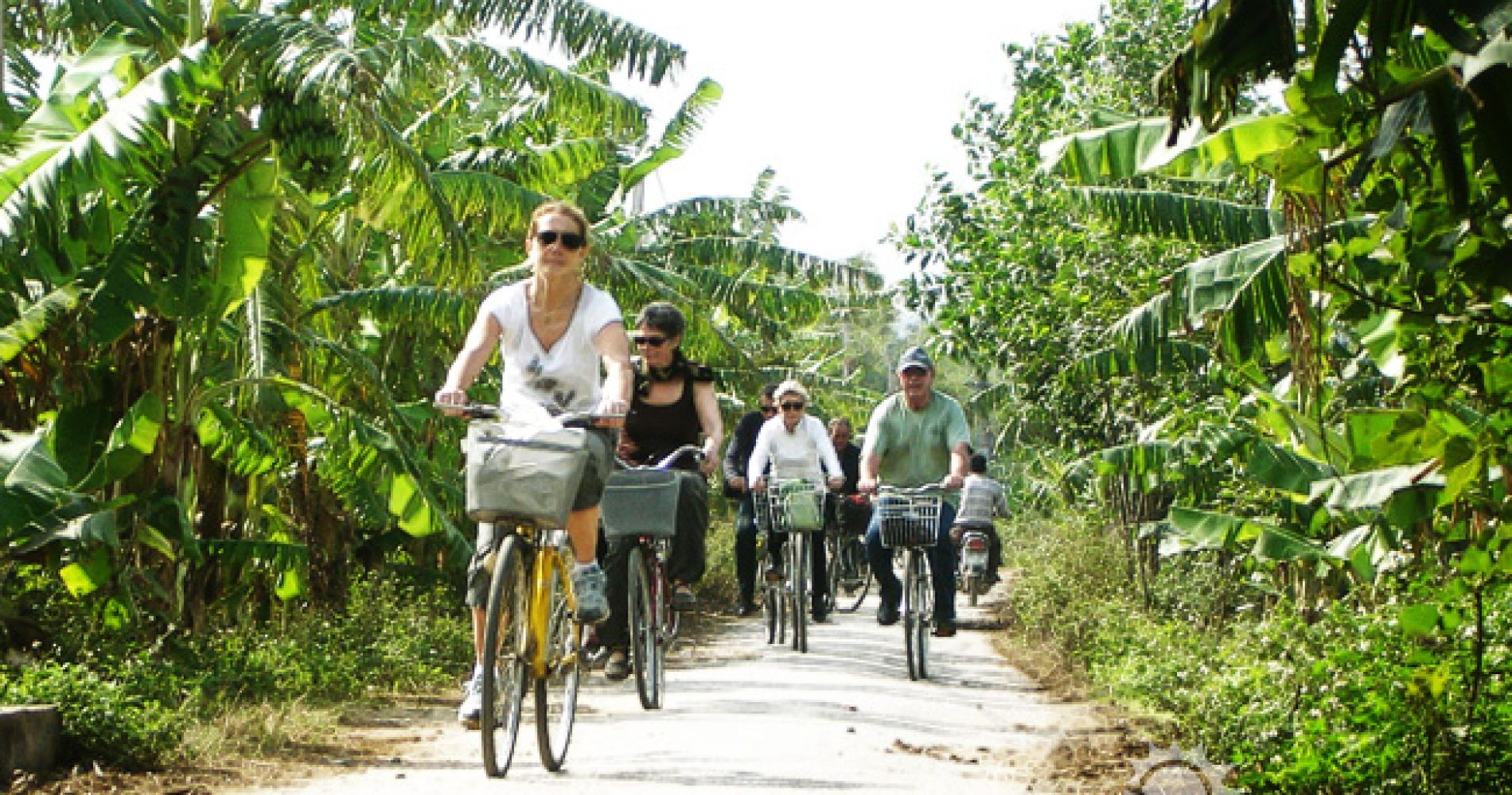 Multicultural Activity and Galaxy Grotto Tour from Hanoi for Two