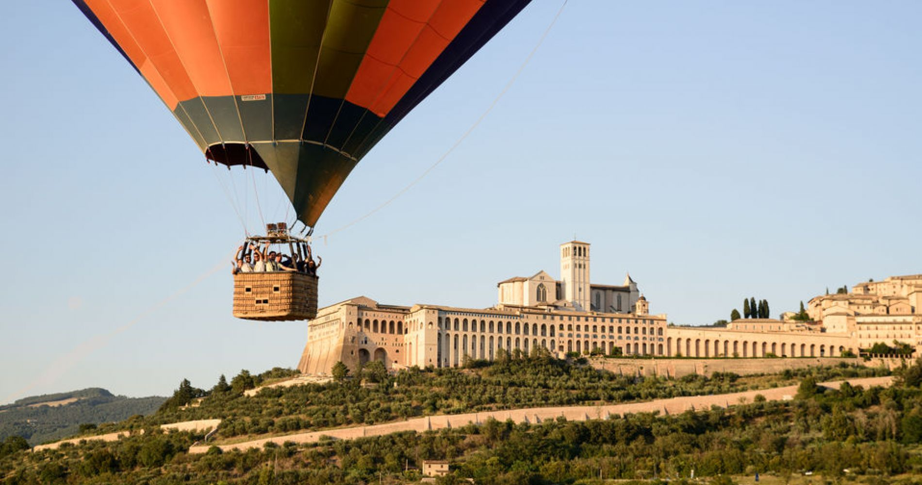 Assisi: Hot Air Balloon Ride with Breakfast & Wine Tasting