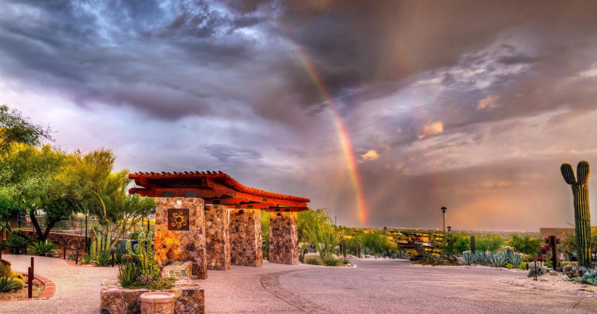 Hacienda Del Sol Guest Ranch Resort