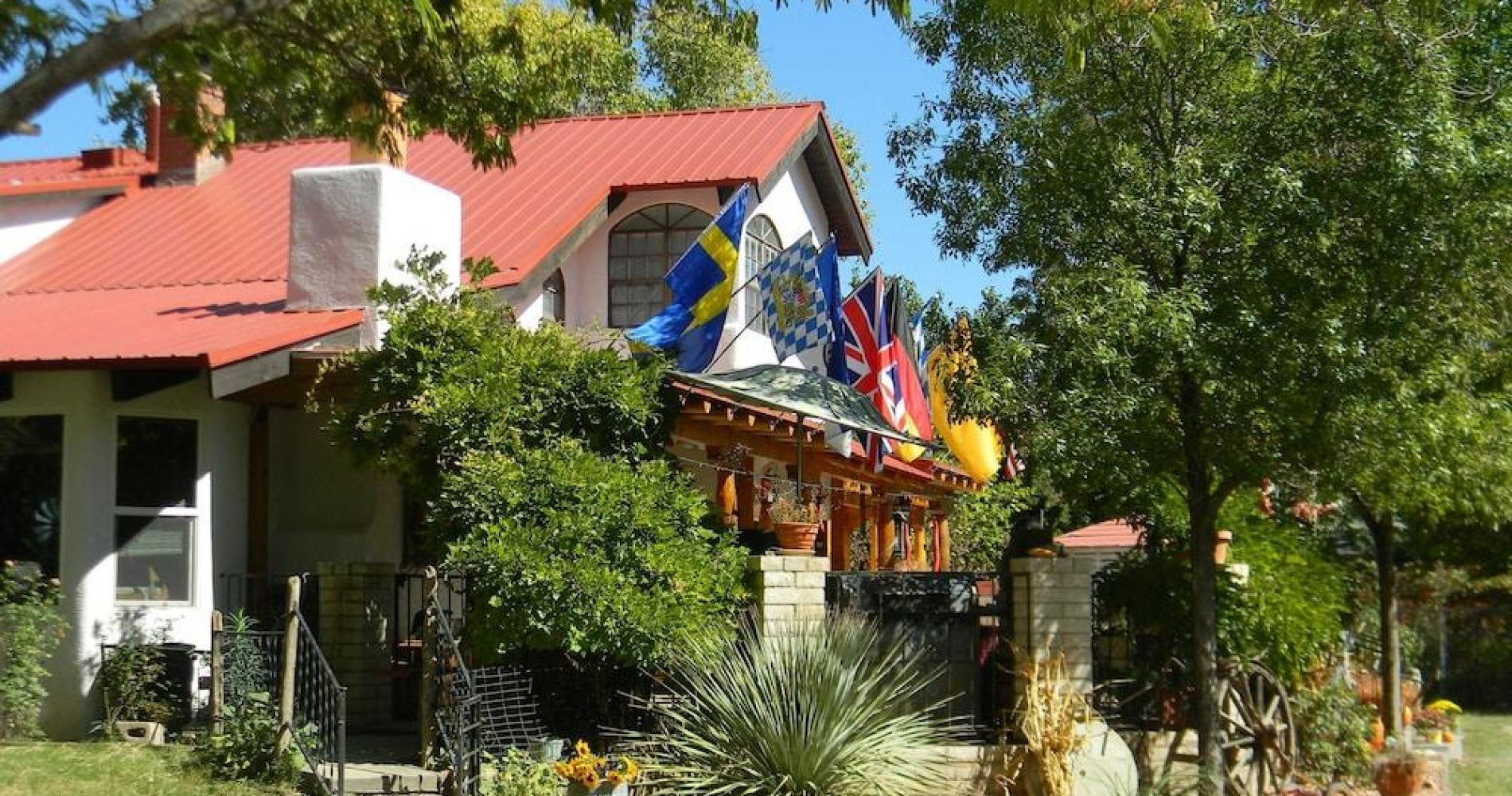 Red Horse Vineyard Bed & Breakfast