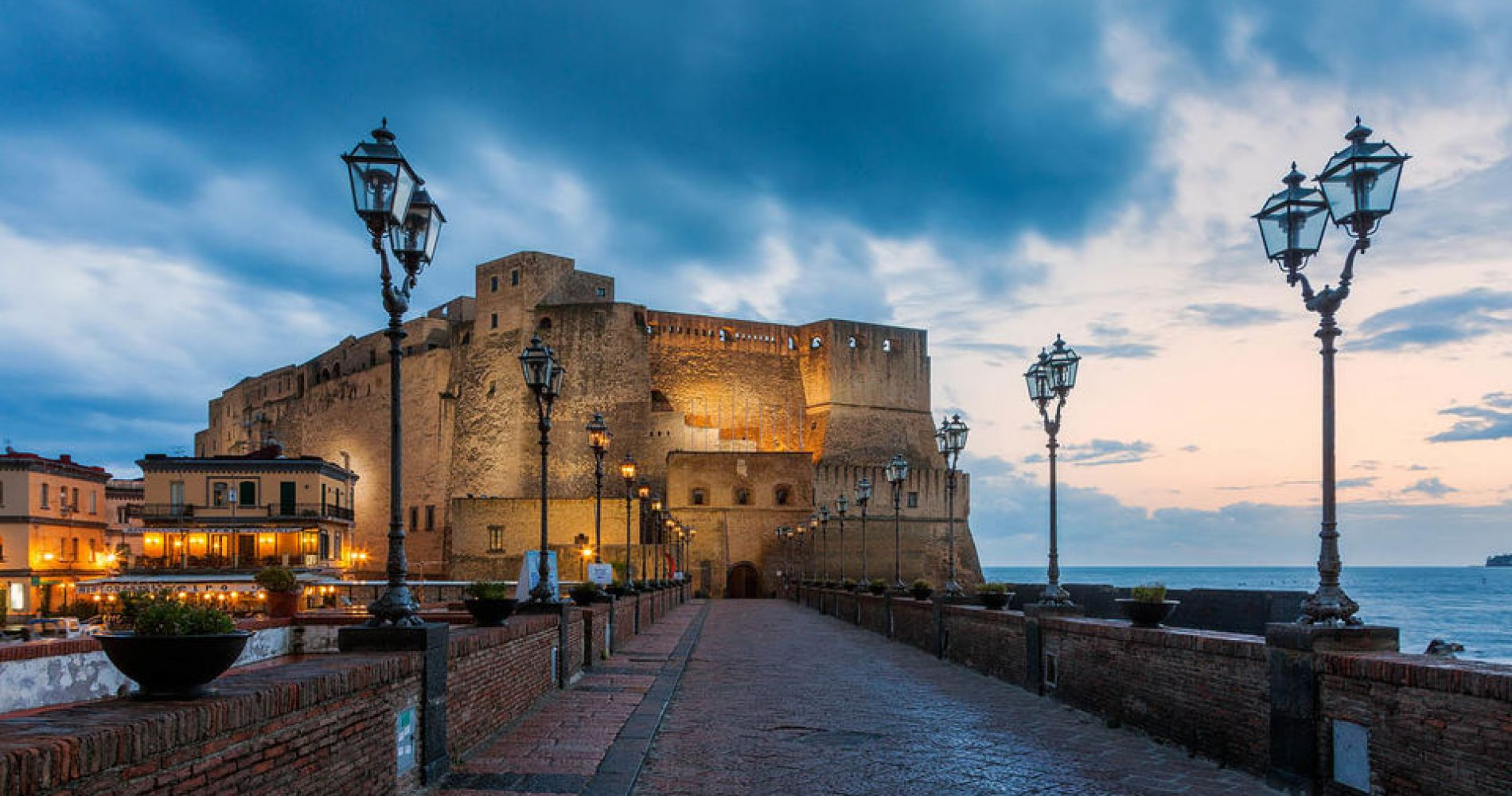 Naples Food Tasting Tour by Vintage Vespa for Two