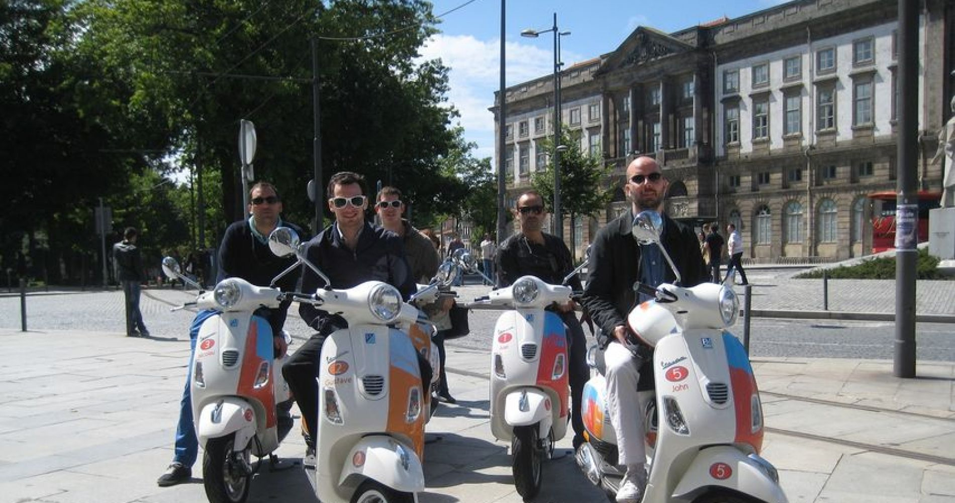 6-Hour Porto Tour by Vespa for Two