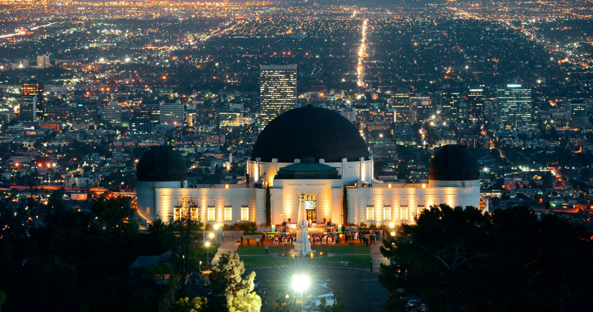 Watch the L.A. city from the Griffith Observatory & Park
