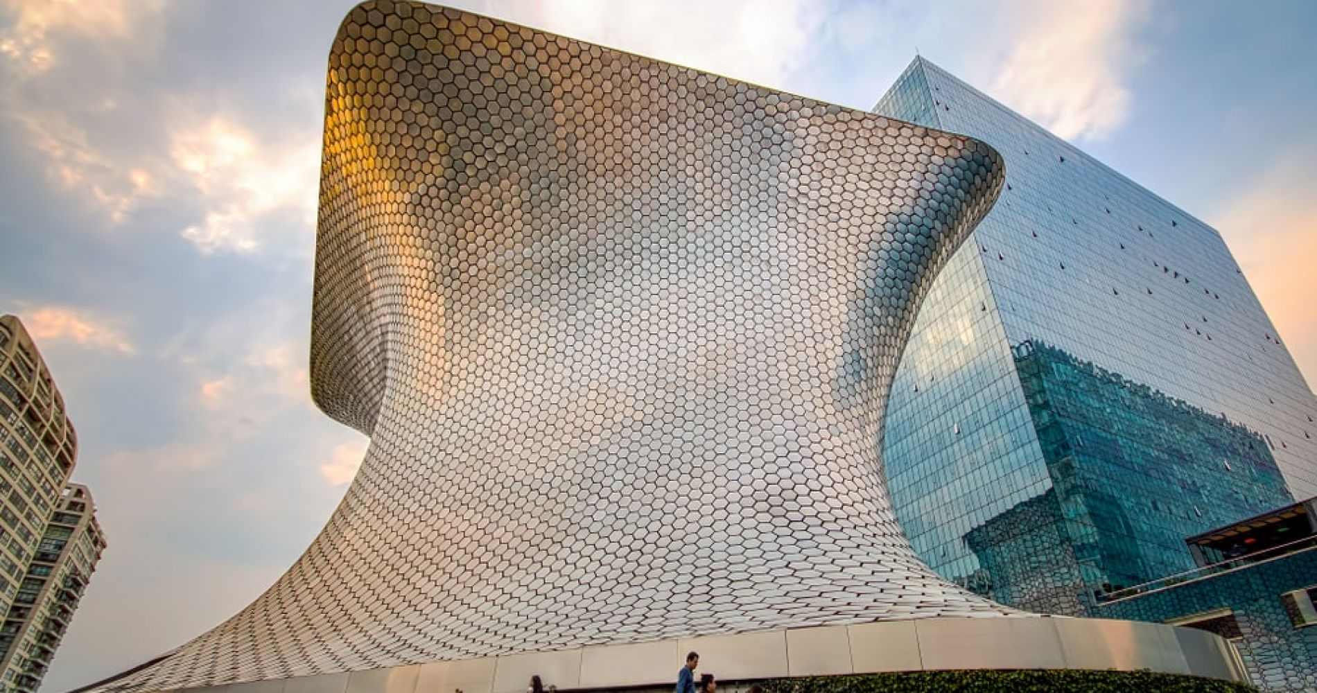 Admire the works of the most famous artists at Museo Soumaya