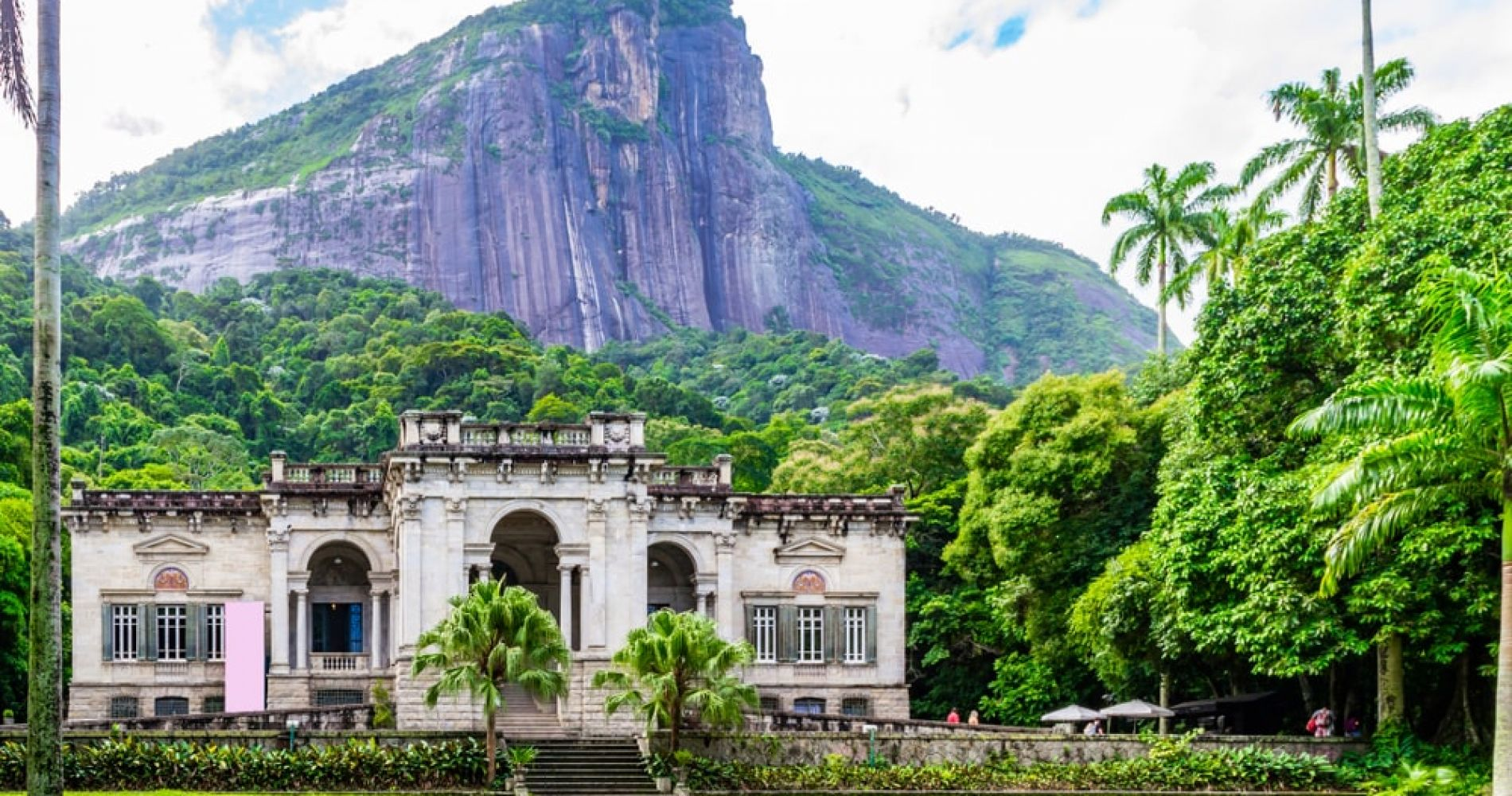 Relax at the Parque Lage in Rio de Janeiro