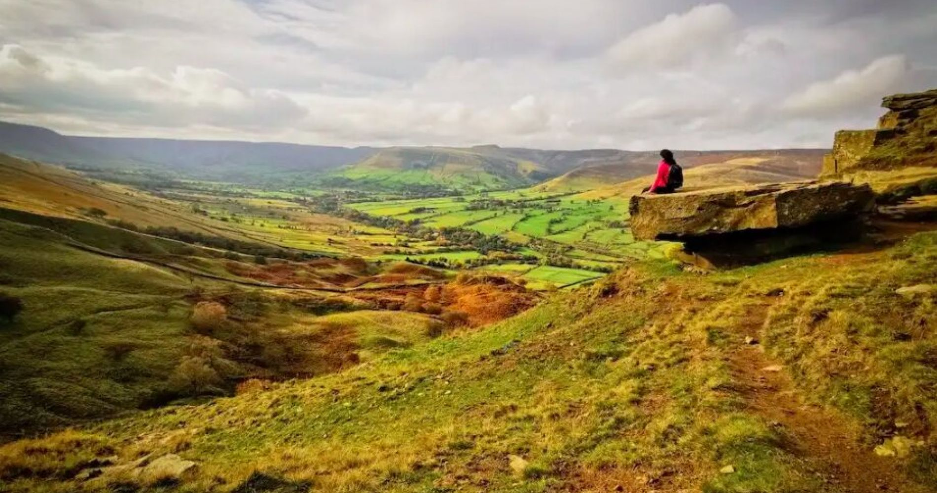 Hike Mam Tor, the 'Shivering Mountain' in the Peak District, UK