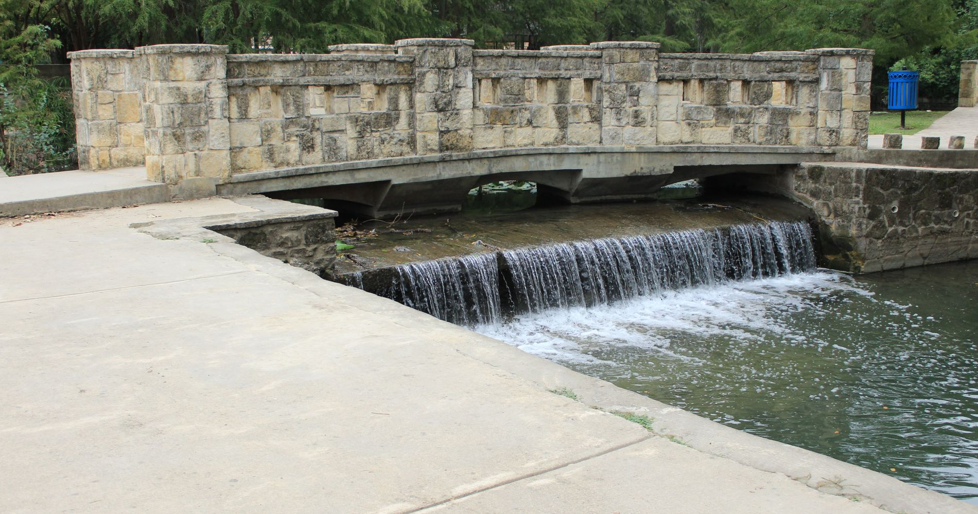 Take a walk through Brackenridge Park in Texas