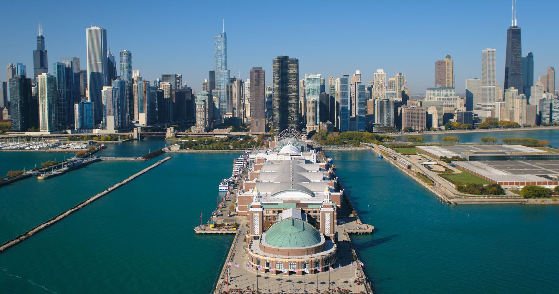 Navy Pier and other attractions of Chicago