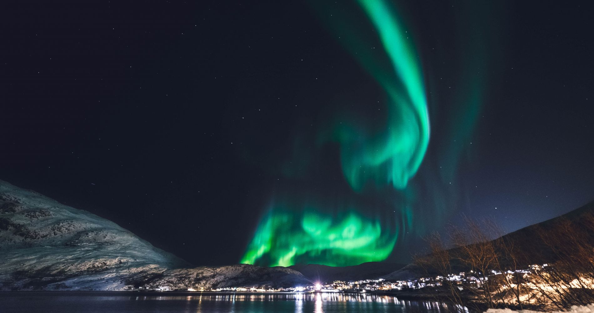 Northern Light: Small group tour with hot Icelandic chocolate and cinnamon buns
